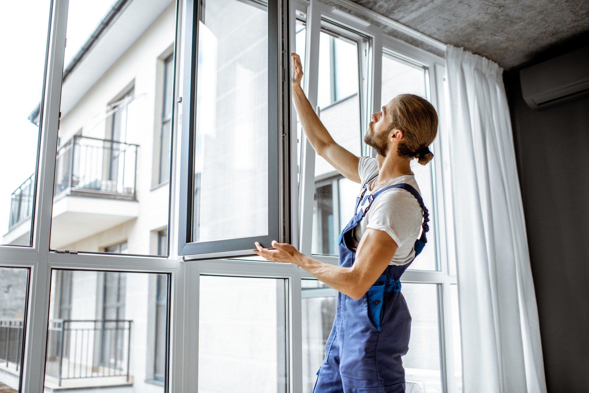 the main difference between new and replacement windows